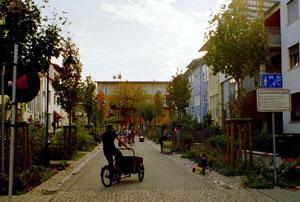 des quartiers sans voitures c est possible vauban fribourg en brisgau. Black Bedroom Furniture Sets. Home Design Ideas